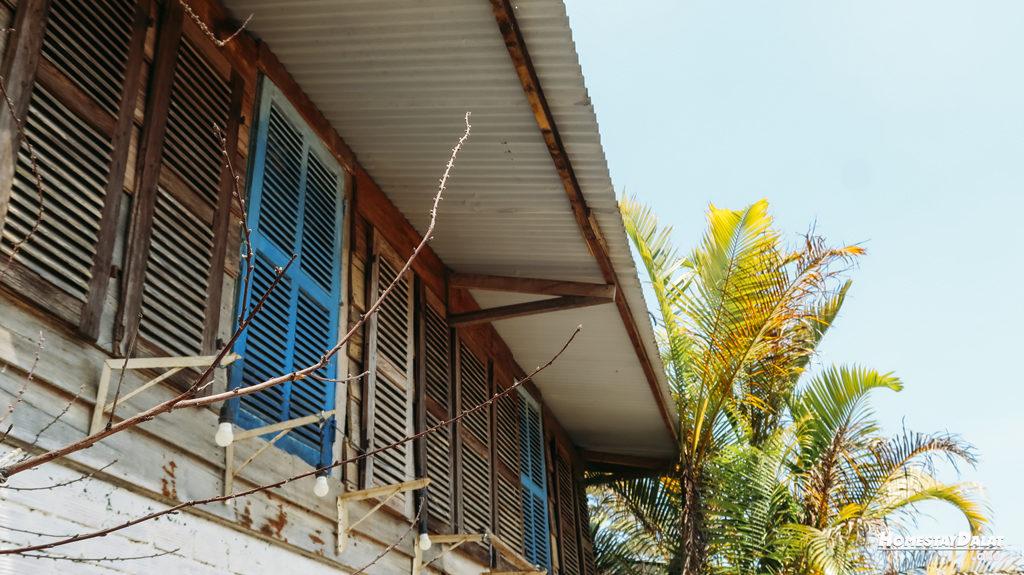 Những ô cửa sổ tuyệt vời ở ngôi nhà gỗ HomeFarm Đà Lạt