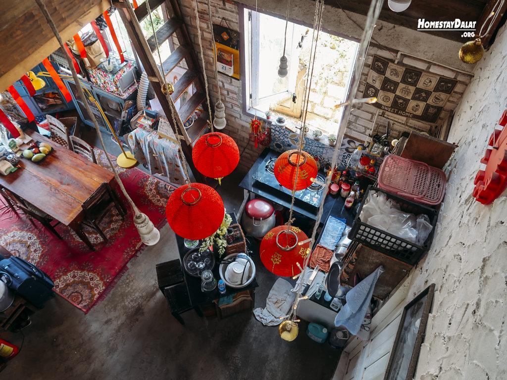 Phòng bếp HomeFarm homestay Đà Lạt