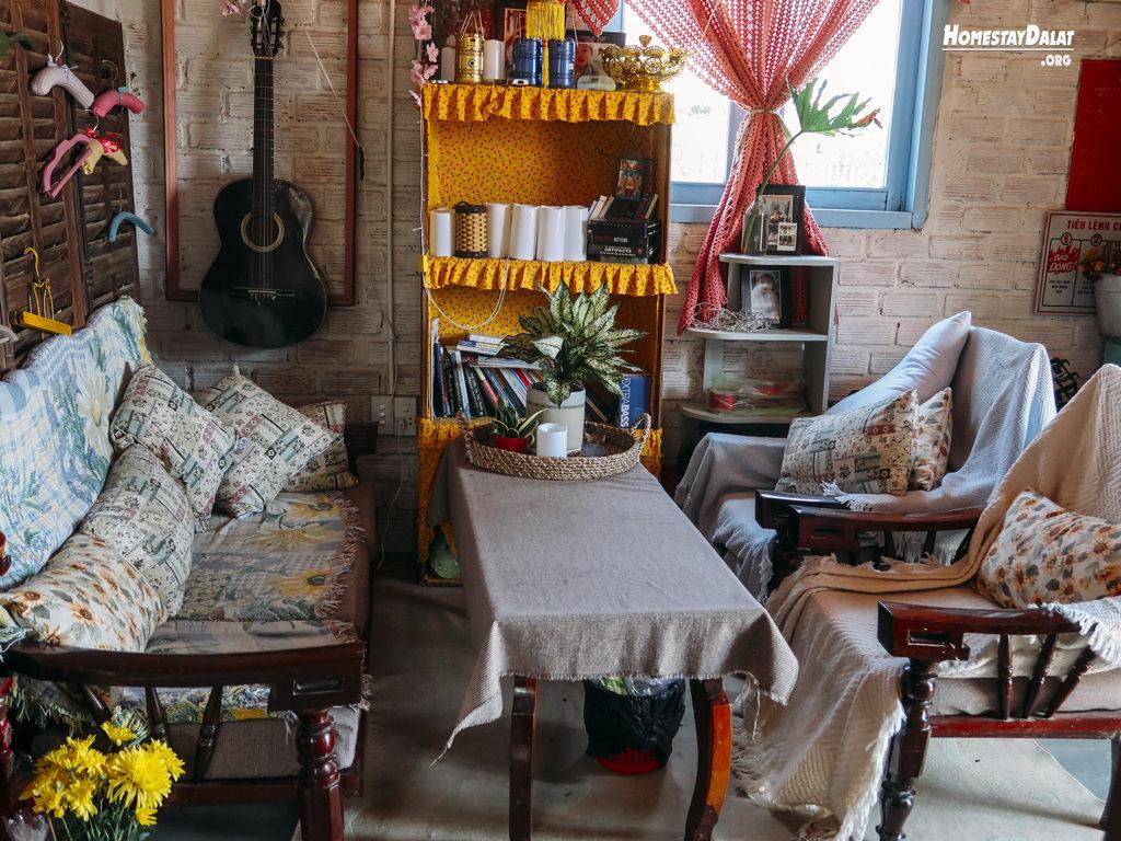 Phòng khách HomeFarm homestay Đà Lạt