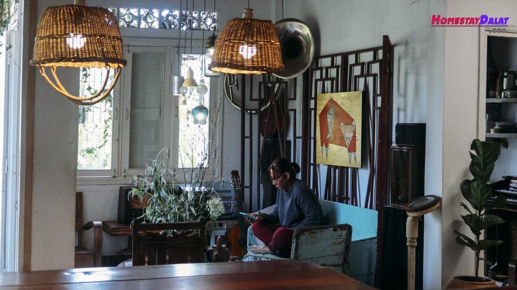Phòng tiếp khách có phong cách khá Vintage