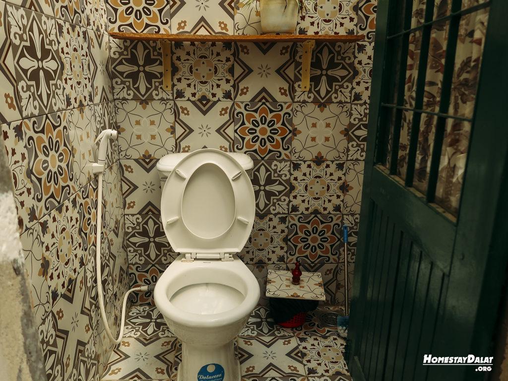 Phòng vệ sinh ở HomeFarm