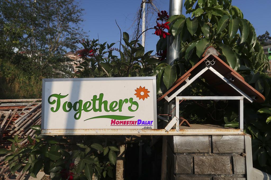 Biển hiệu Together Homestay Đà Lạt