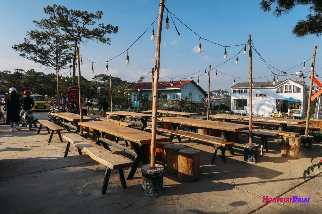Khu vực tiệc nướng BBQ buổi tối của The Kupid homestay
