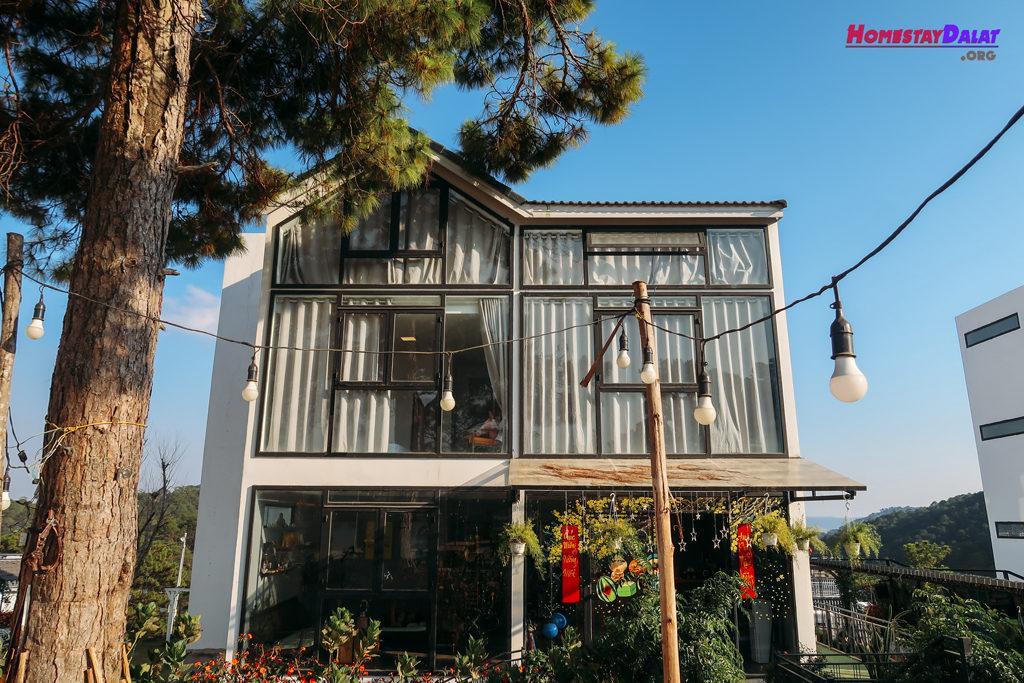 Ngôi nhà chính hiện đại của The Kupid homestay