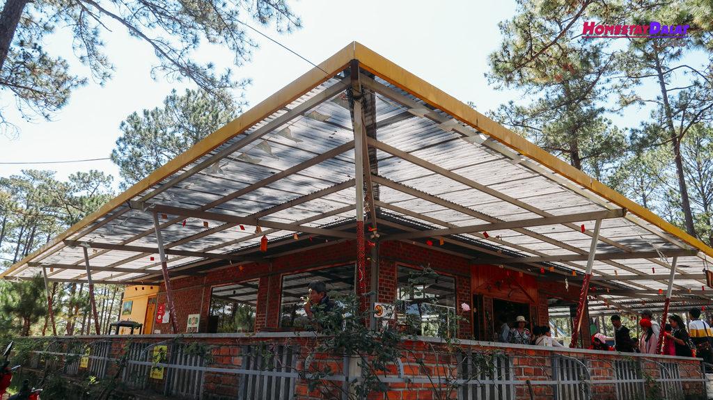Nhà chờ ở vườn thú ZooDoo
