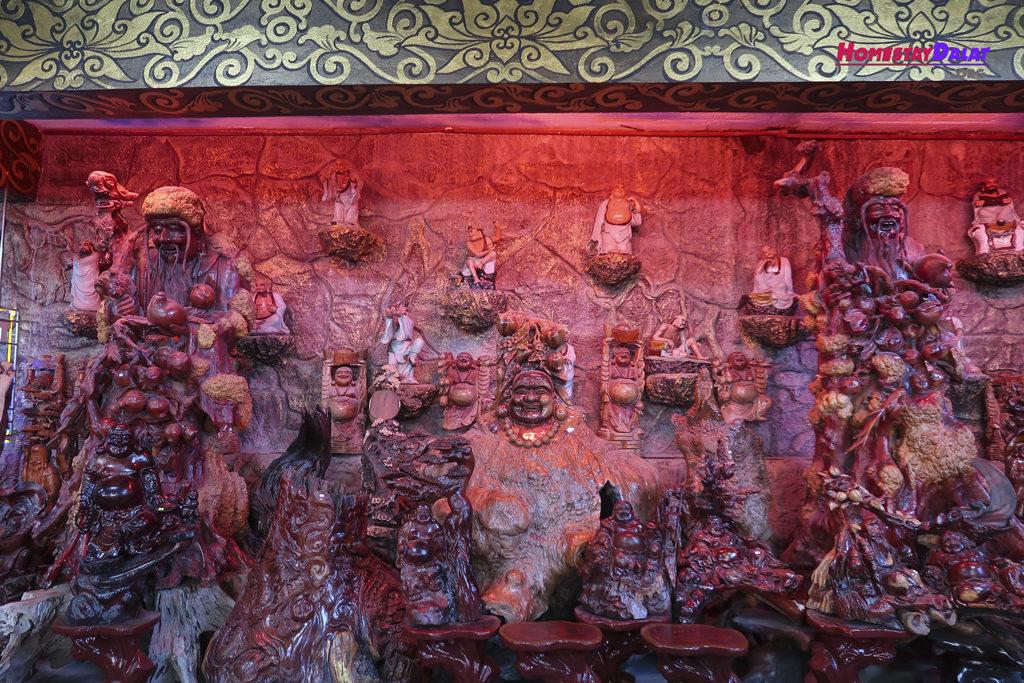 Những bộ điêu khắc bằng gỗ ở chùa Ve Chai