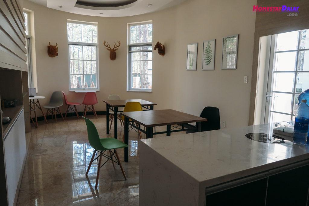 Phòng ăn nhà Juliet
