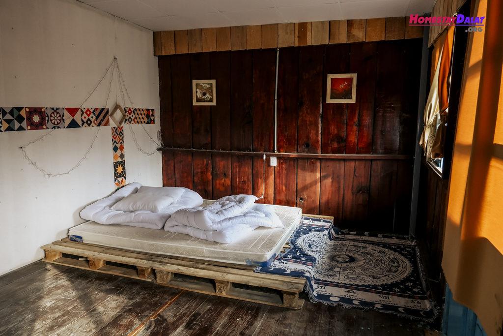 Phòng đơn với phong cách boho của homestay The Town