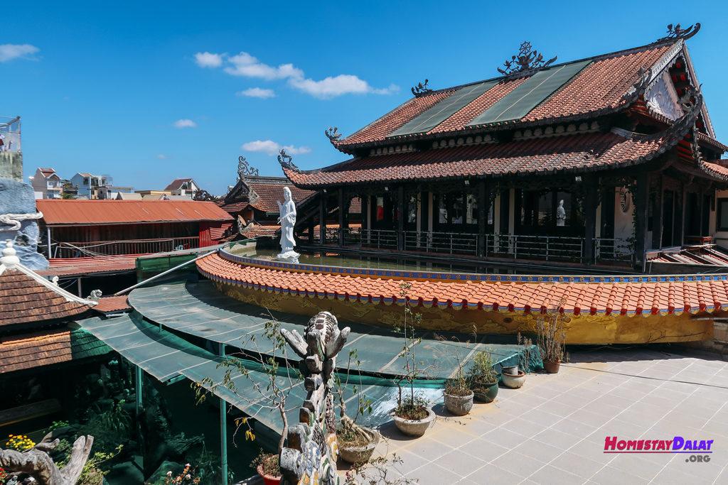 Phòng tiếp khách chùa Ve Chai