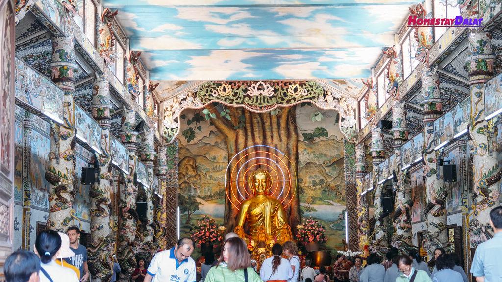 Tượng Phật Thích Ca chùa Ve Chai