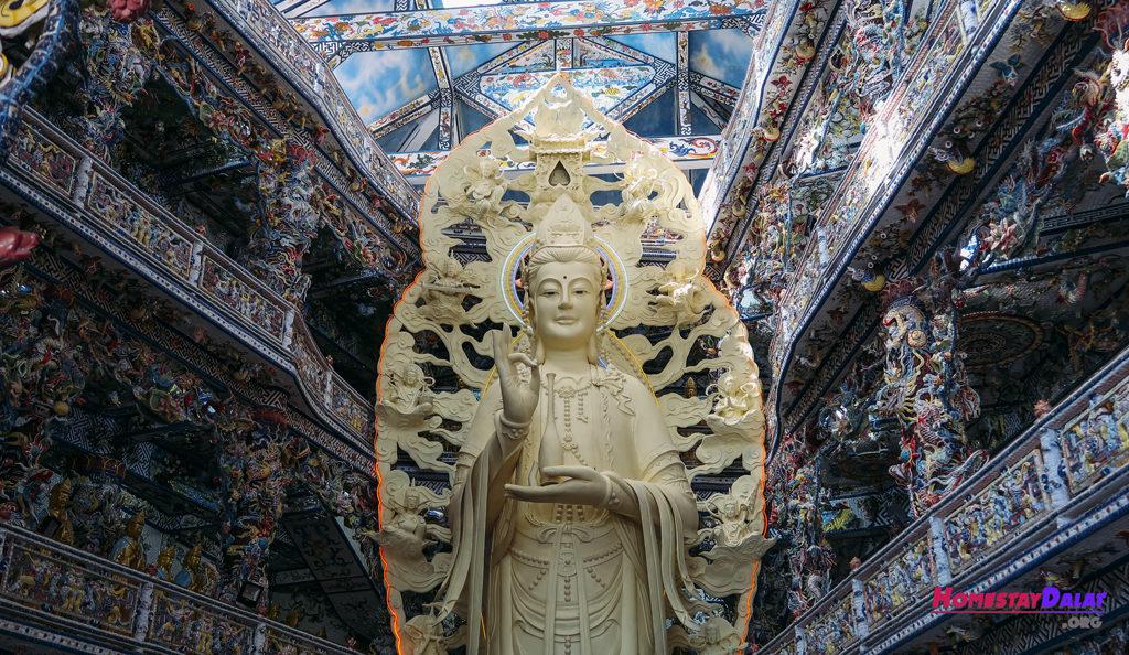 Tượng Phật Quan Âm chùa Linh Phước