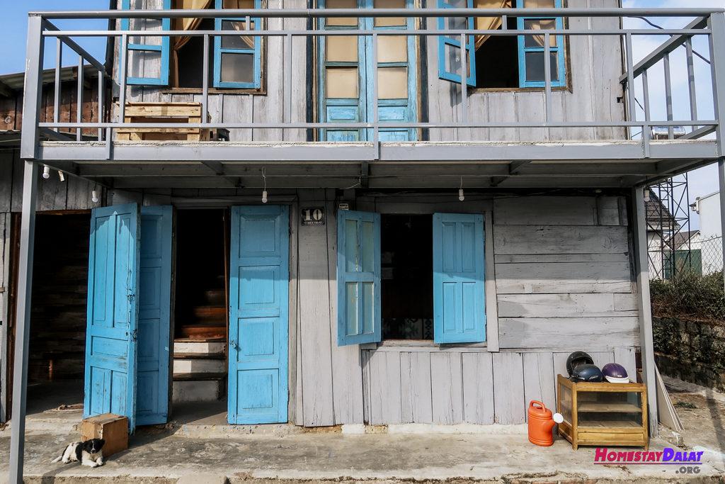 The Town có ngôi nhà gỗ khá cổ nhưng xinh và mang phong cách vintage