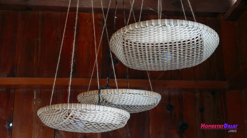 Đồ vật ở Home Me được trang trí từ những vật dụng đơn giản