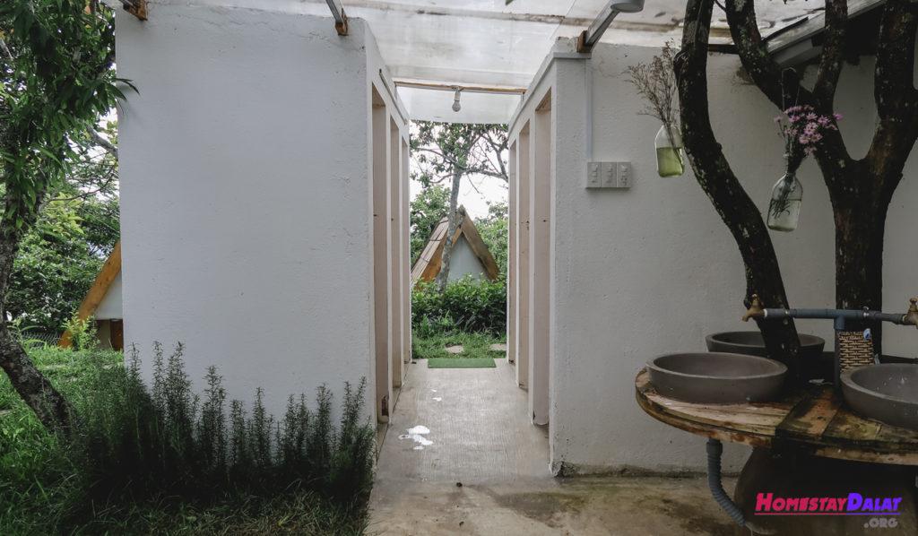 Nhà vệ sinh chung Teepee homestay