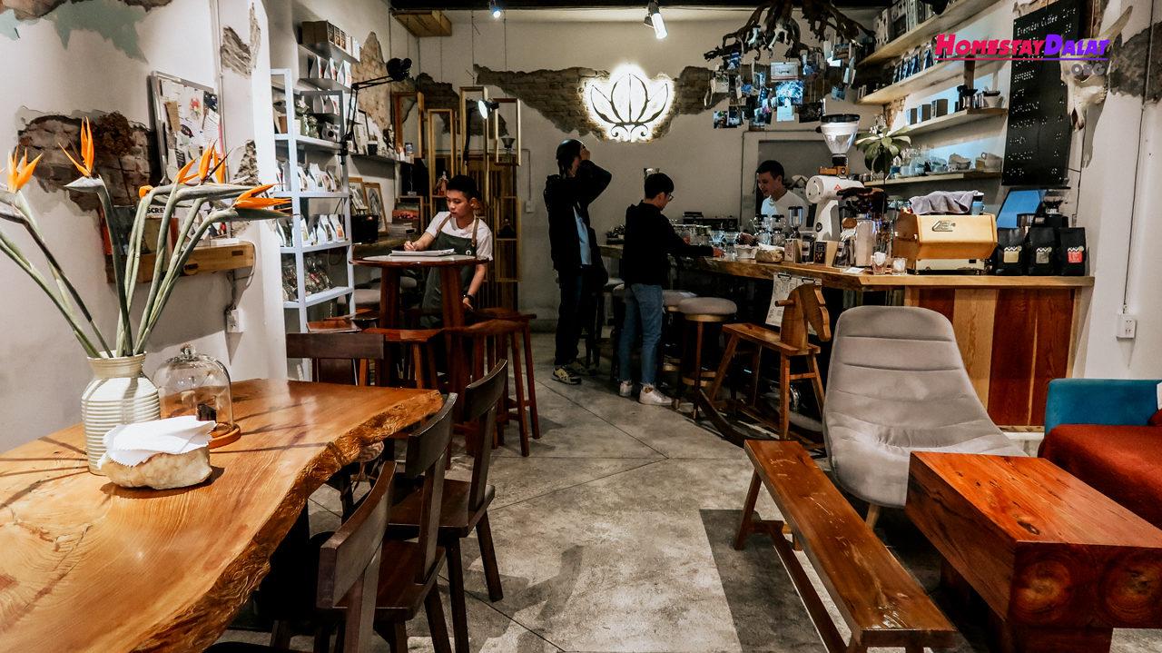Không gian bên trong The Married Beans cafe