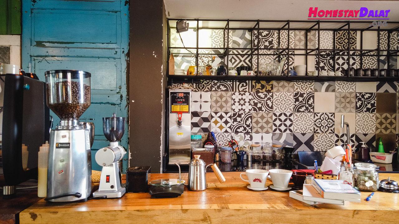 Quầy bar Maybe Blue Coffee Đà Lạt